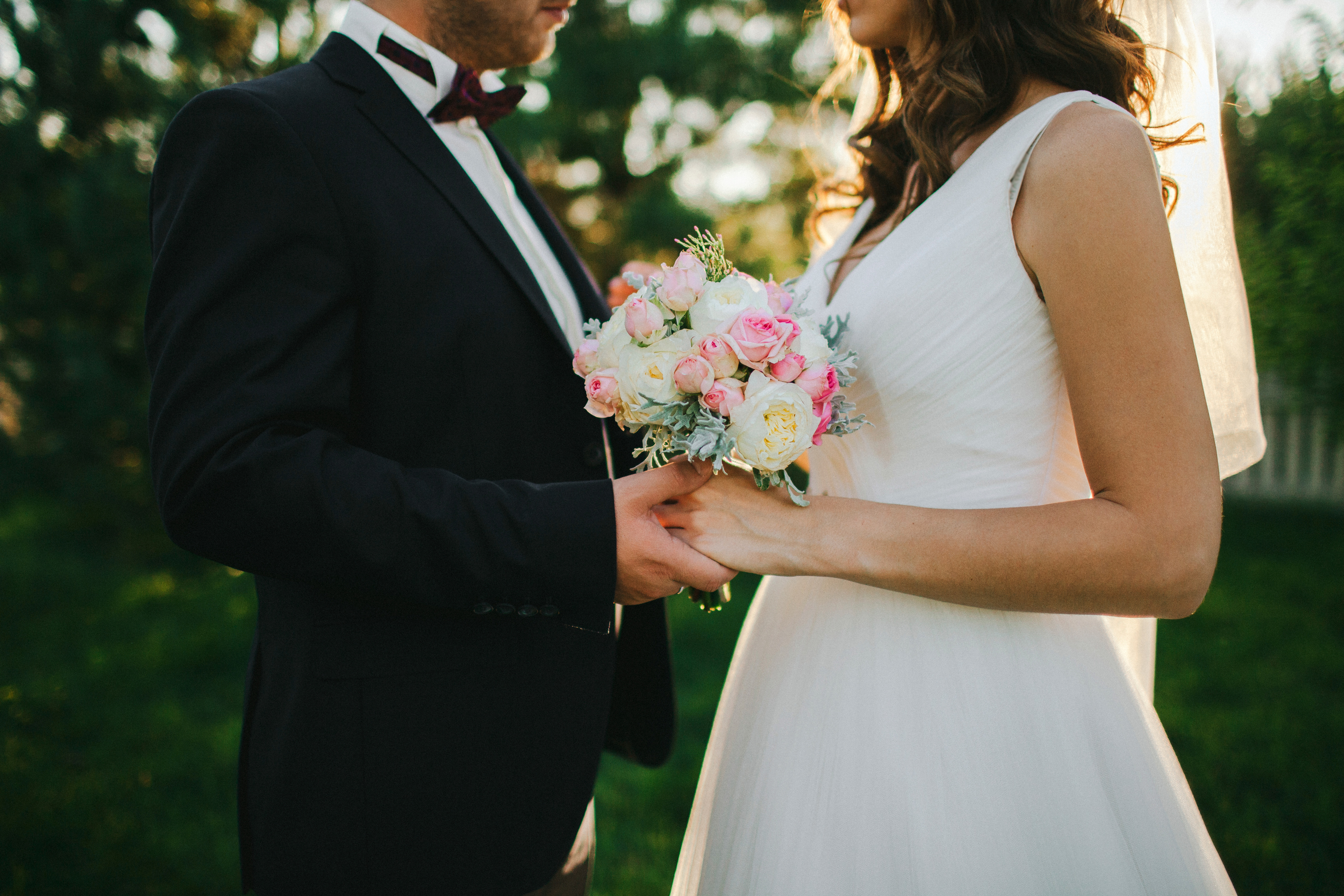 548f7ab707e841bbb7b357a12da4bd19 - 31 Smart and Easy Ways To Save Money On Your Wedding Without Cutting the Guest List