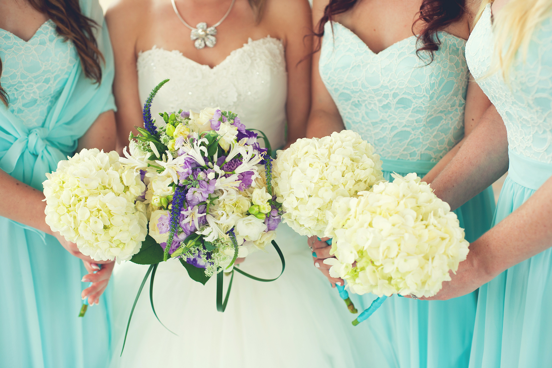 79bc6ff4ce53447da6bf92f76bc8cd43 - 31 Smart and Easy Ways To Save Money On Your Wedding Without Cutting the Guest List
