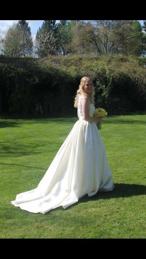 73d313 811746d31952416aab3d96fde7fc03ccmv2 - Real Wedding - Laura and Mark